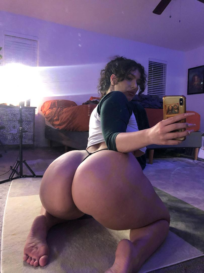 officialzoerenealeaked onlyfans nude picture