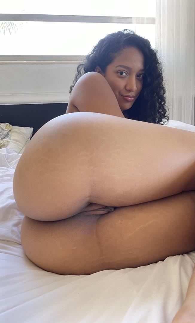 roxanneskyleaked onlyfans nude picture