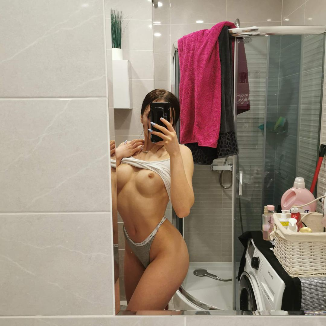 songhelileaked onlyfans nude picture